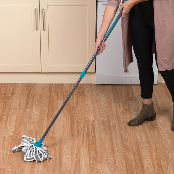 Beldray Microfibre Mop With Telescopic Handle And Extra