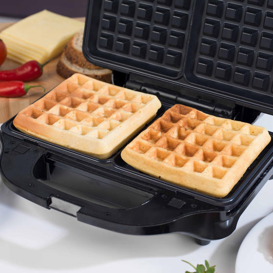 Beldray 2-in-1 Snack Maker with Sandwich and Waffle Plates Thumbnail 6