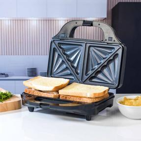Beldray EK2143TWOBGP 2-in-1 Snack Maker with Sandwich and Waffle Plates Thumbnail 4