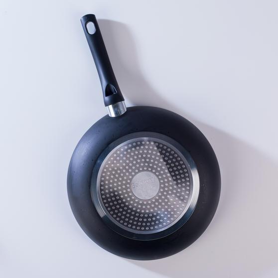 Beldray Ceramic Non-Stick Frying Pan, 28 cm, Black Thumbnail 6