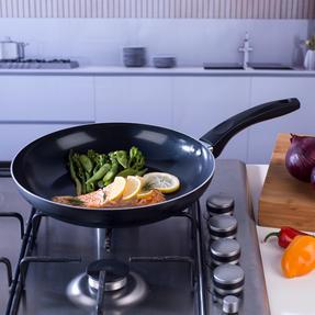 Beldray BW07059GP Ceramic Non-Stick Frying Pan, 28 cm, Black Thumbnail 3