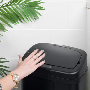 Beldray BW07020GP Square Sensor Bin, 40 Litre, Black Thumbnail 8