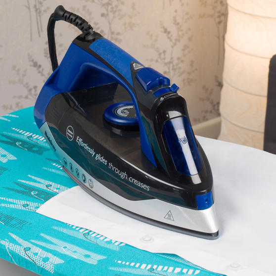 Beldray Max Steam Pro 3000 W Iron with Table Top Peg Print Ironing Board Thumbnail 5