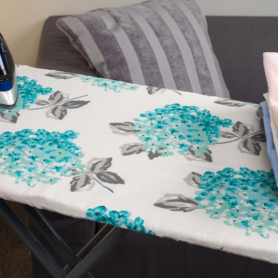 Beldray Max Steam Pro 3000 W Iron with Ami Print Ironing Board Thumbnail 6