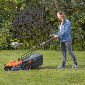 Black + Decker BEMW461ESGB Easy Steer Lawn Mower, 1400 W, Orange, 34cm Thumbnail 3
