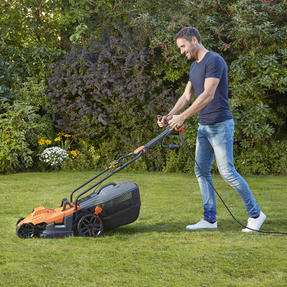 Black + Decker BEMW461ESGB Easy Steer Lawn Mower, 1400 W, Orange, 34cm Thumbnail 4