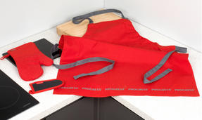 Progress COMBO-2072 Professional Kitchen Set with Oven Gauntlet, Neoprene Pan Handle Sleeve and Apron, Red Thumbnail 2