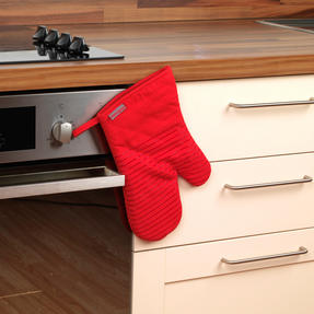 Progress COMBO-2072 Professional Kitchen Set with Oven Gauntlet, Neoprene Pan Handle Sleeve and Apron, Red Thumbnail 6