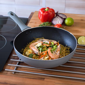 Salter 3-Piece Crystalstone Non-Stick 24 / 28 cm Frying Pan and 28 cm Wok Set - Grey Thumbnail 7