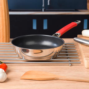Pyrex COMBO-4090 Passion 2 Litre Saucepan and Non Stick Frying Pan, 18 / 20 CM, Stainless Steel, Red Thumbnail 6