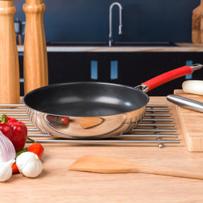 Pyrex COMBO-4092 Passion Non Stick Frying Pan and Grill Pan Set, 26 / 28 CM, Stainless Steel / Red Thumbnail 5
