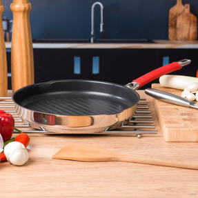 Pyrex COMBO-4092 Passion Non Stick Frying Pan and Grill Pan Set, 26 / 28 CM, Stainless Steel / Red Thumbnail 6