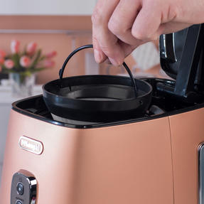 DeLonghi KBICIMI211CP Distinta Filter Coffee Machine, 1.25 L, 1000 W, Matte Metallic Copper Thumbnail 8