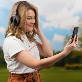 Intempo EE4805BRYSTKEU Opulence WDS25 Wireless Bluetooth Headphones, Gold/Berry Thumbnail 8