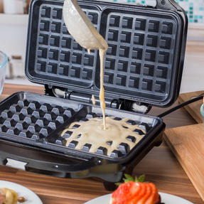 Salter COMBO-4945 Deep Fill Waffle Maker with 3 in 1 Chopper, Whisk and Blender Set, 900 W/350 W Thumbnail 5