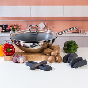 Vivo by Villeroy & Boch COMBO-5300 Non-Stick Wok with Silicone Trivet and Pot Holders, 30 cm Thumbnail 2