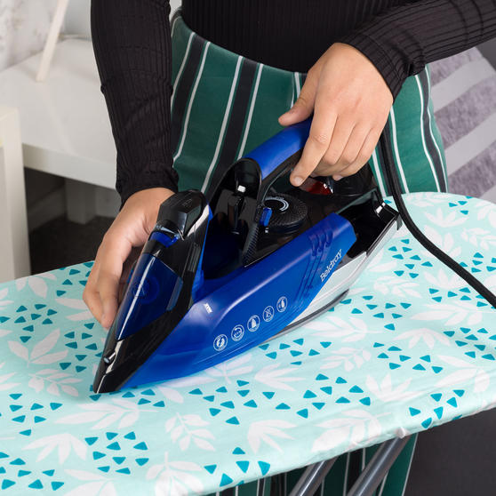 Beldray Easy-Fill Iron with 200ml Water Tank, 2400 W, 2.5 Power Cord Thumbnail 5