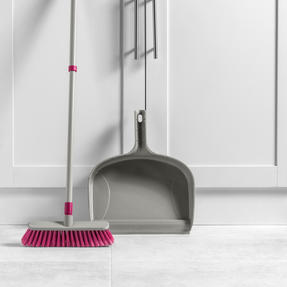 Kleeneze KL075857EU7 Telescopic Dustpan with Broom Set | 120cm Extendable Broom Handle  | Large Capacity Dustpan | Grey/Pink Thumbnail 3