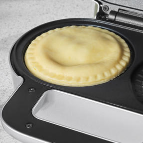 Salter EK4082 Non-Stick Double Deep Fill Pie Maker   900 W   Silver   Lock Latch Handle   Crimping Edge   Sweet & Savoury Pies Thumbnail 5