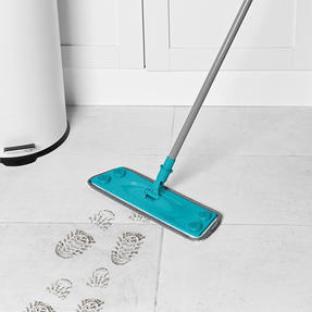 Beldray® LA079411EU7 3 in 1 Multifunctional Flat Head Mop | 3 Interchangeable Cleaning Pads | Extendable Handle | Fluffy/Scrubbing/Microfibre Pads | Perfect for Hard Floors Thumbnail 2