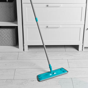 Beldray® LA079411EU7 3 in 1 Multifunctional Flat Head Mop | 3 Interchangeable Cleaning Pads | Extendable Handle | Fluffy/Scrubbing/Microfibre Pads | Perfect for Hard Floors Thumbnail 4