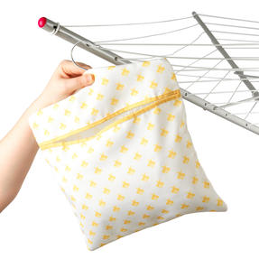 Kleeneze® KL081575EU7 Busy Bee Hang On The Line Peg Bag | Easy Hanging Hook | Holds Up To 50 Pegs | 33 x 30cm | Yellow/White Thumbnail 4