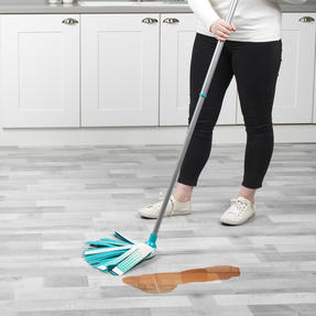 Beldray® LA076571EU7 Triple Action Microfibre Mop with Telescopic Handle | Ideal for Tile, Laminate and Wood Flooring | Non-Scratch Thumbnail 7
