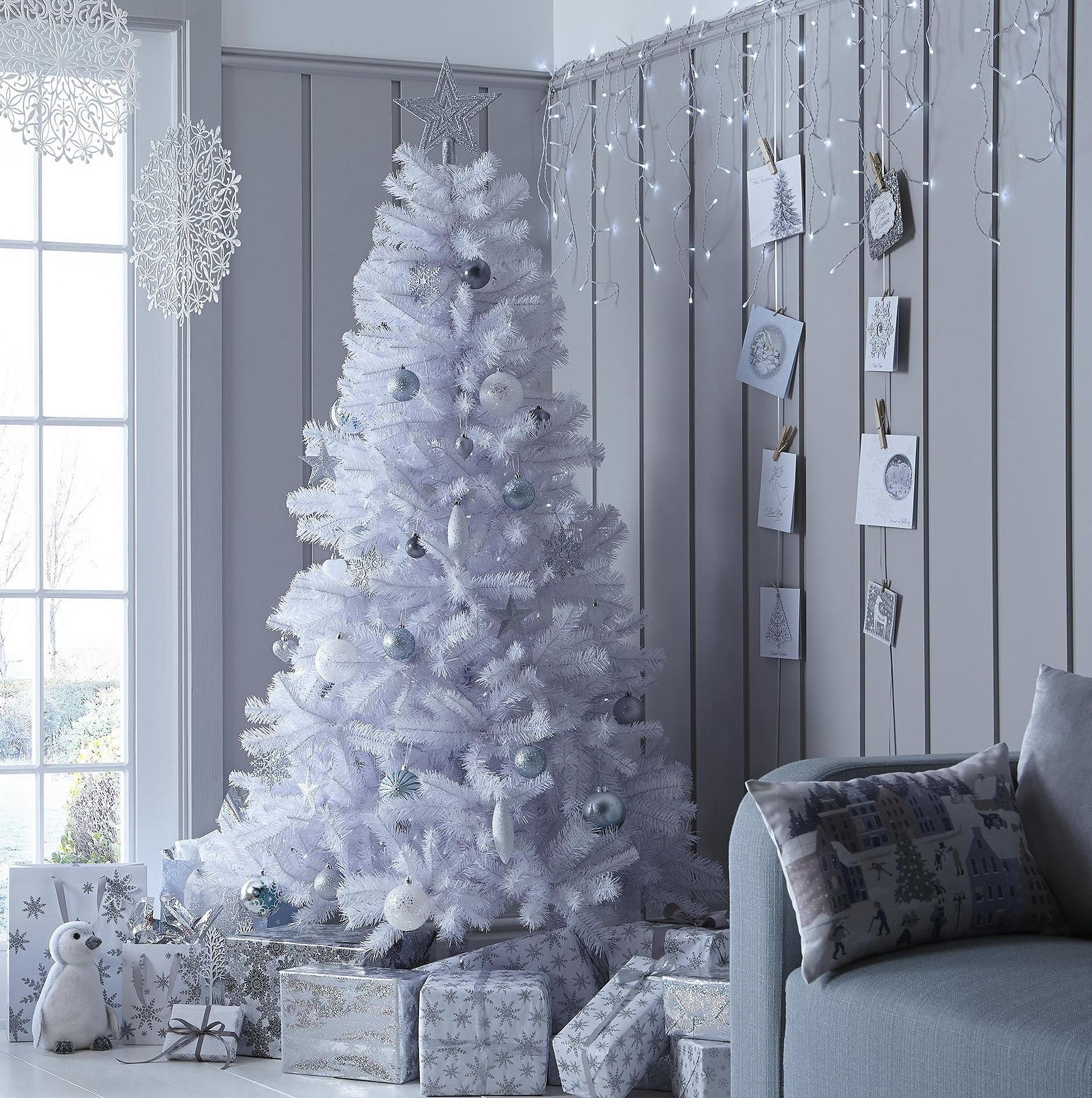 White Christmas Tre: NEW Tesco 6ft Alaskan Christmas Tree