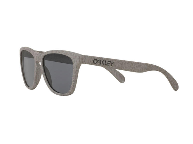 56beac9443e Oakley Frogskins Sunglasses Smoke Grey Thumbnail 3