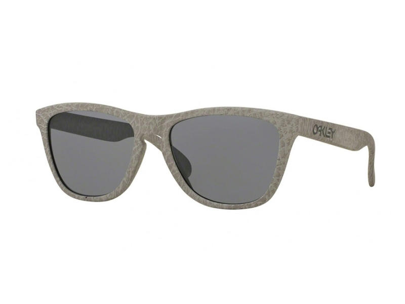 Oakley Frogskins Sunglasses Smoke Grey