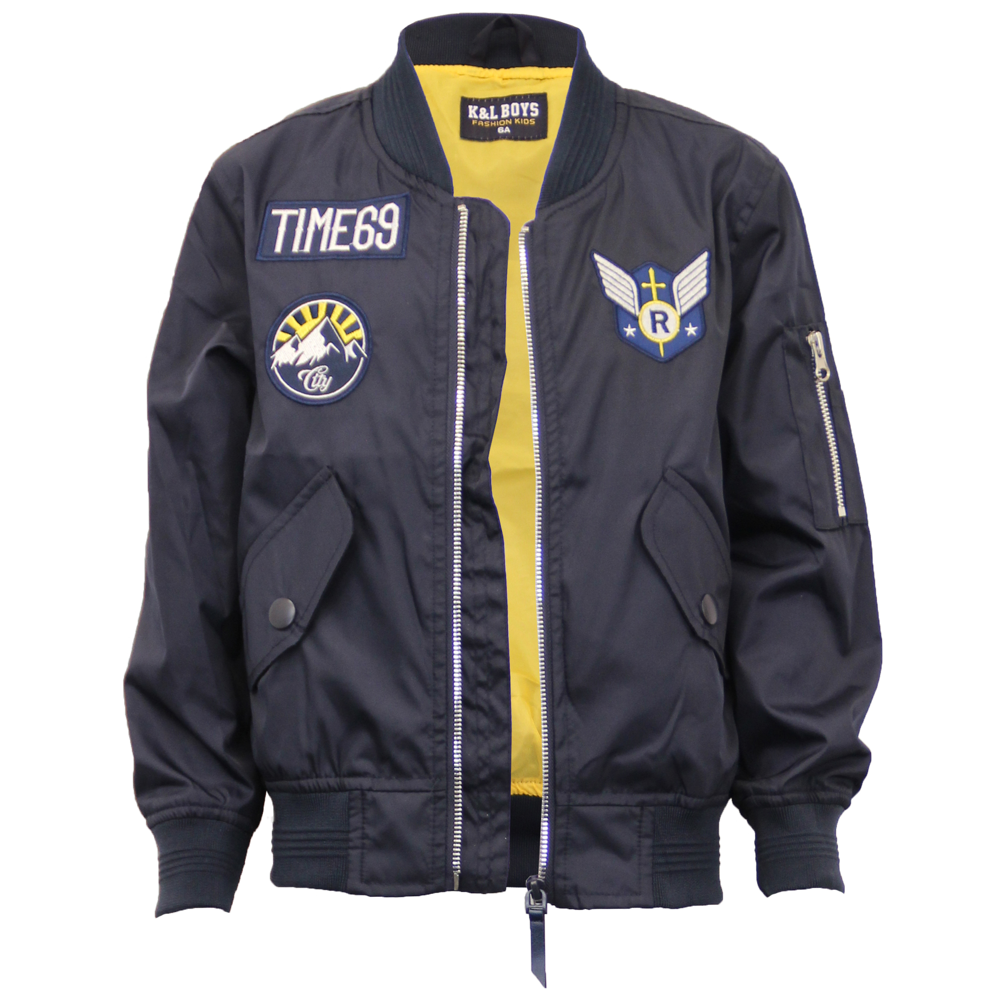 urban style vests and jackets for boys Embrace the new collection of boys' jackets. Pick out the perfect piece depending on his style and the occasion, from casual leather or denim jackets and bombers to practical parkas and puffer vests.