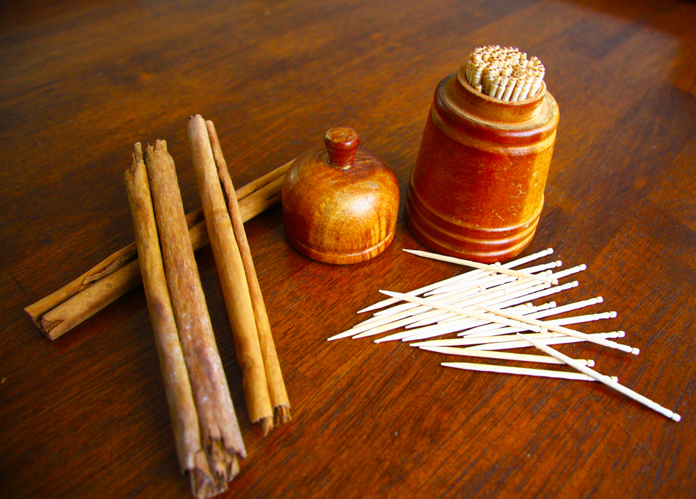 100 Cinnamon wooden toothpicks in holder for Christmas stocking fillers Thumbnail 2
