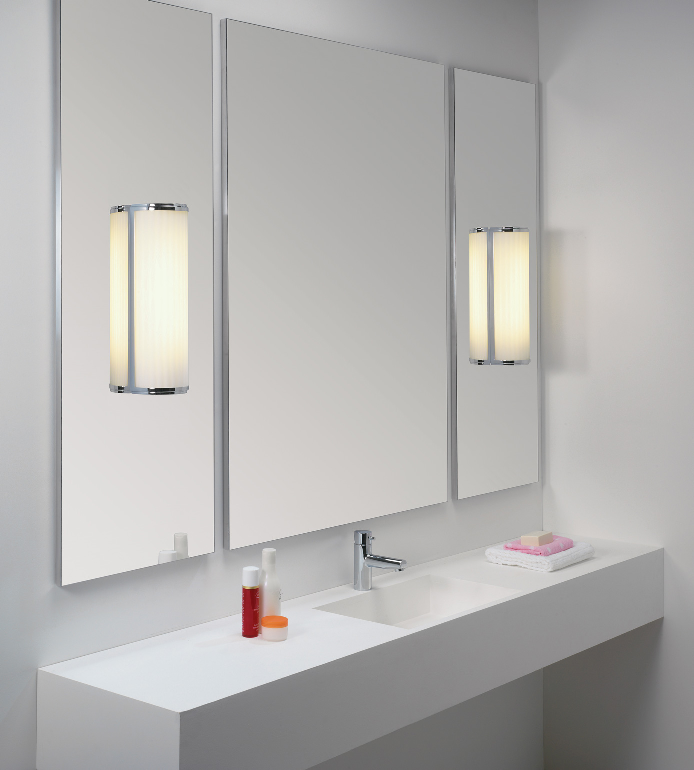 ASTRO MONZA 600 7017 Bathroom wall light 1 X 24W T5 HO Chrome glass finish. IP44 Thumbnail 2