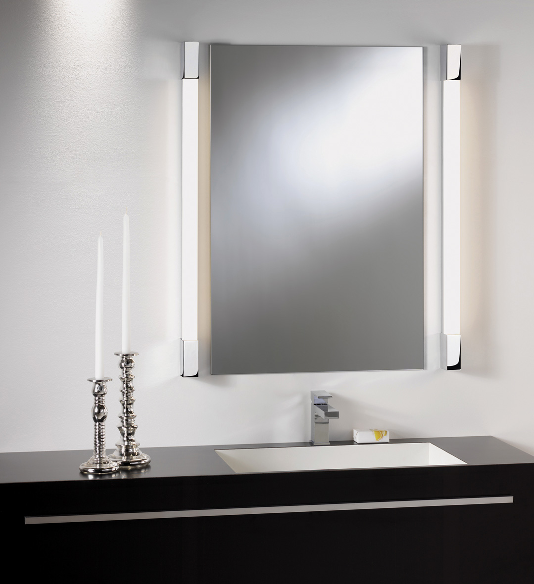 ASTRO ROMANO 1200 0991 Bathroom LED wall light 15W IP44 Polished Chrome finish Thumbnail 2