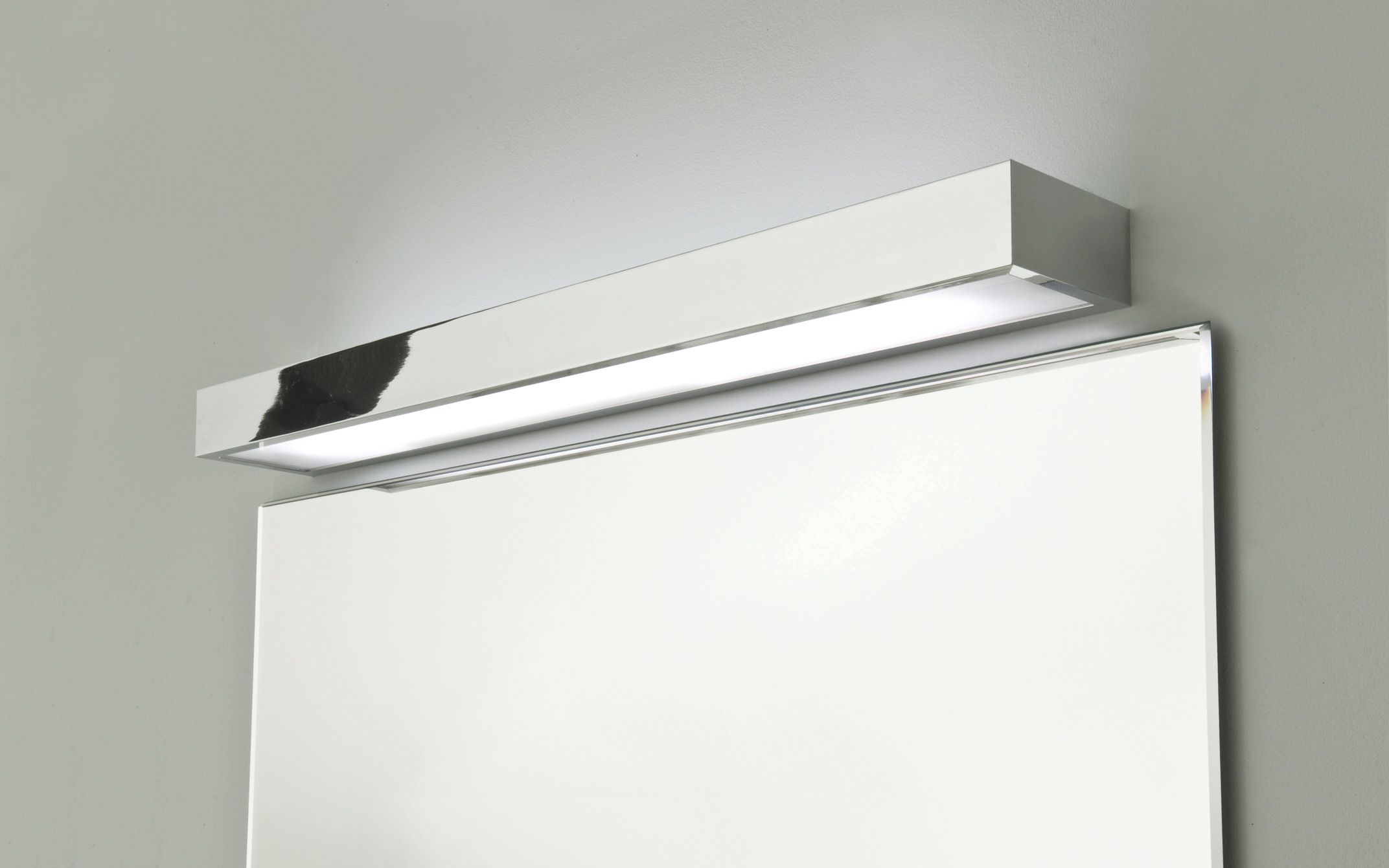ASTRO TALLIN 600 0661 Bathroom wall light 1 x 24W HO T5 IP44 Polished chrome
