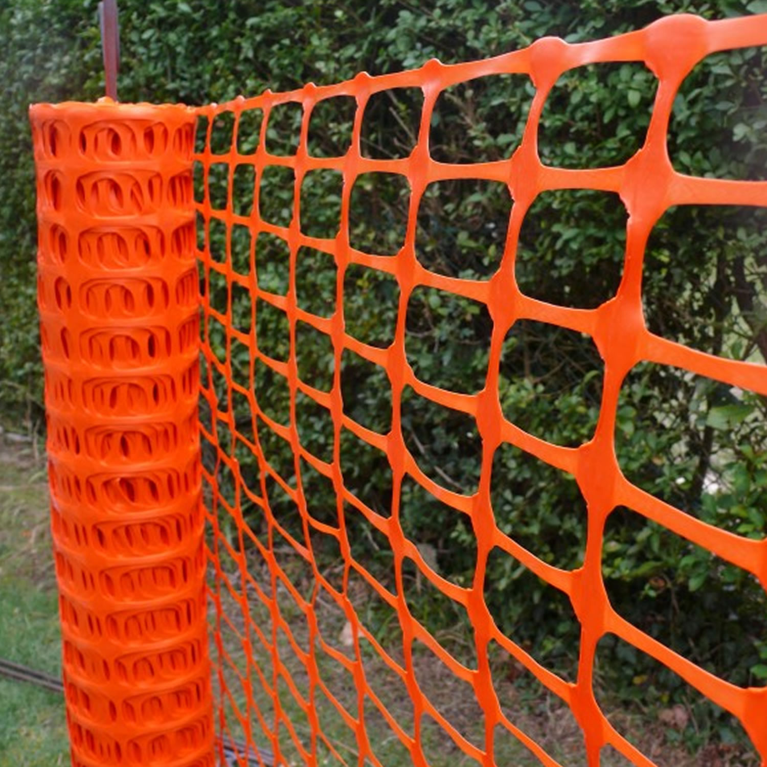 Groundmaster Plastic Mesh Barrier Safety Fence With Metal