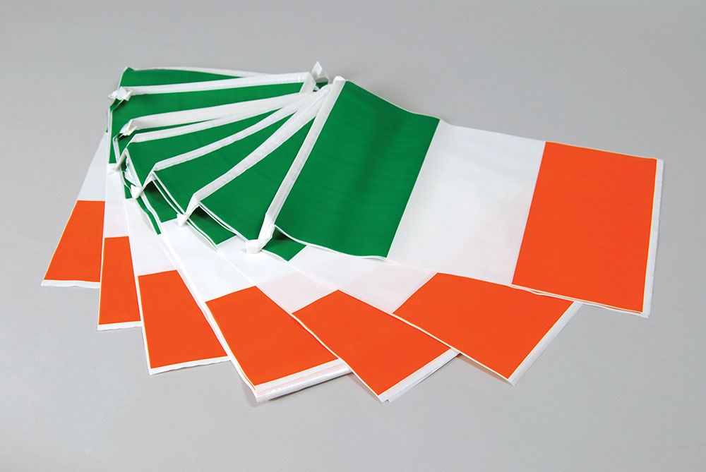 Bunting. Ireland 7m, 25 Flags