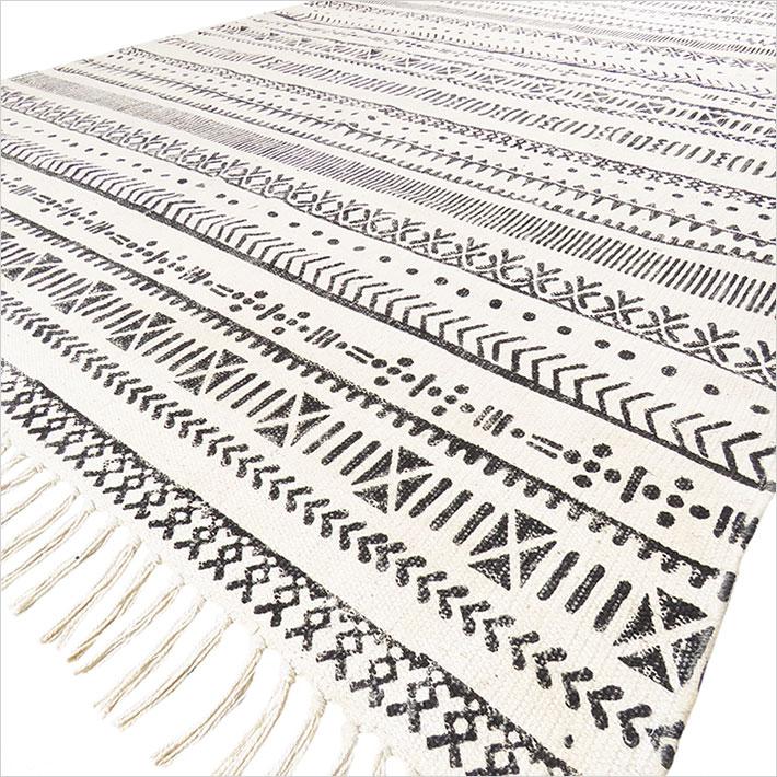 Black Off-White Cotton Block Print Accent Area Dhrrie Woven Flat Rug - 4 X 6 ft.