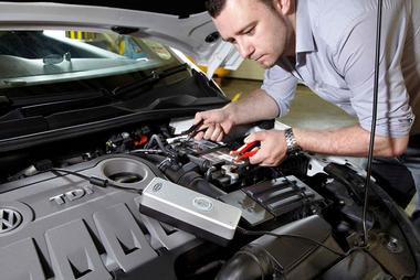 Ring Automotive RSC604 12V 230V AC Car Van Motorbike Smart Battery Charger Single Thumbnail 2
