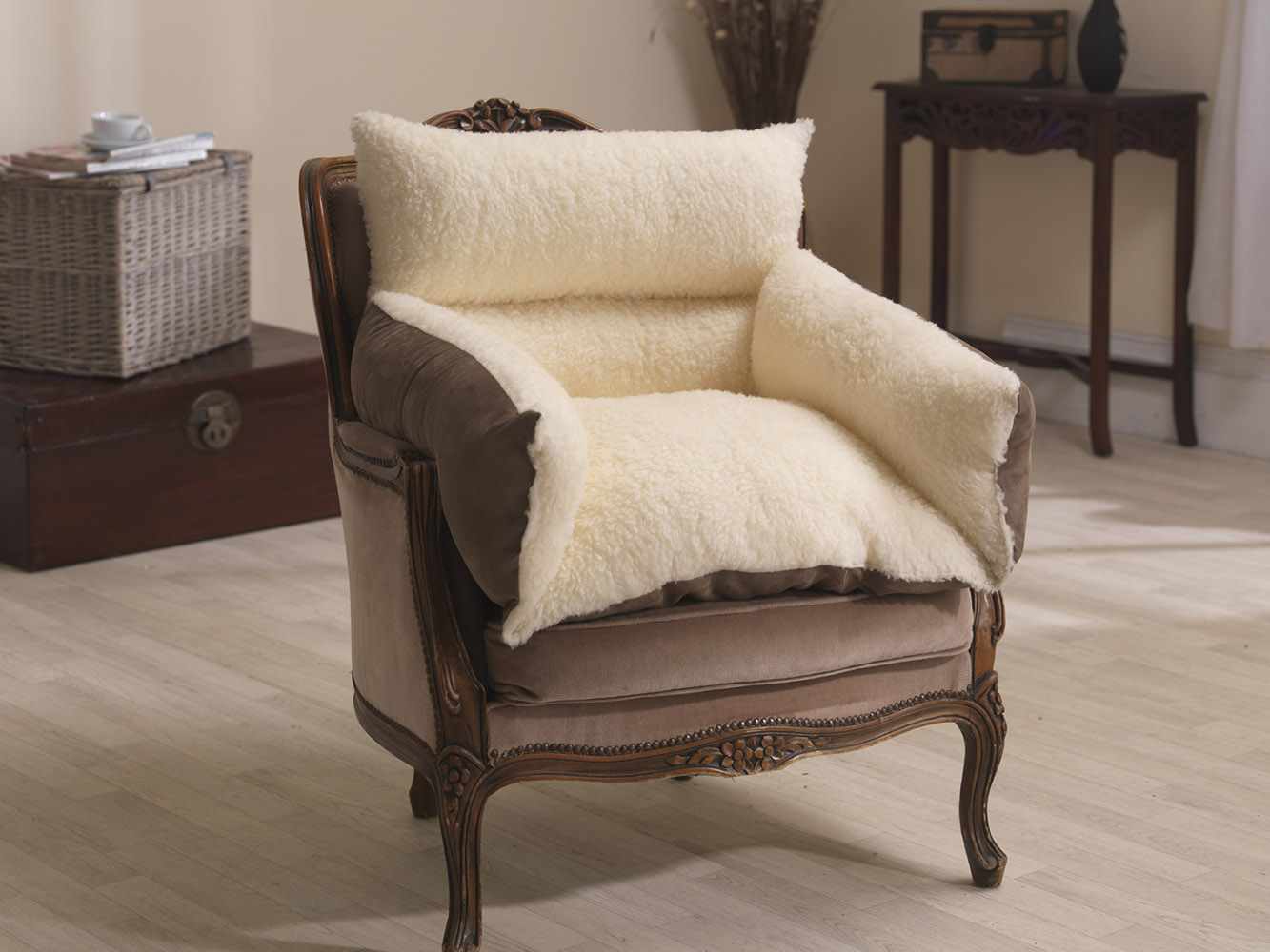 Luxurious Comfort Reversible Fleece and Suede Support Arm Chair Nest