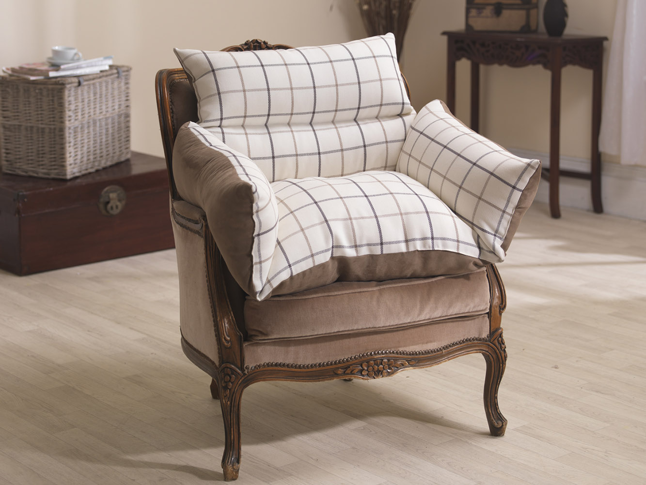 Luxurious Comfort Reversible Suede and Patterned Fabric Support Arm Chair Nest