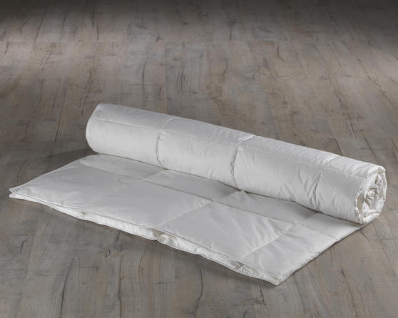 Luxury Goose Feather and Down Duvet - 4.5 Tog Thumbnail 1