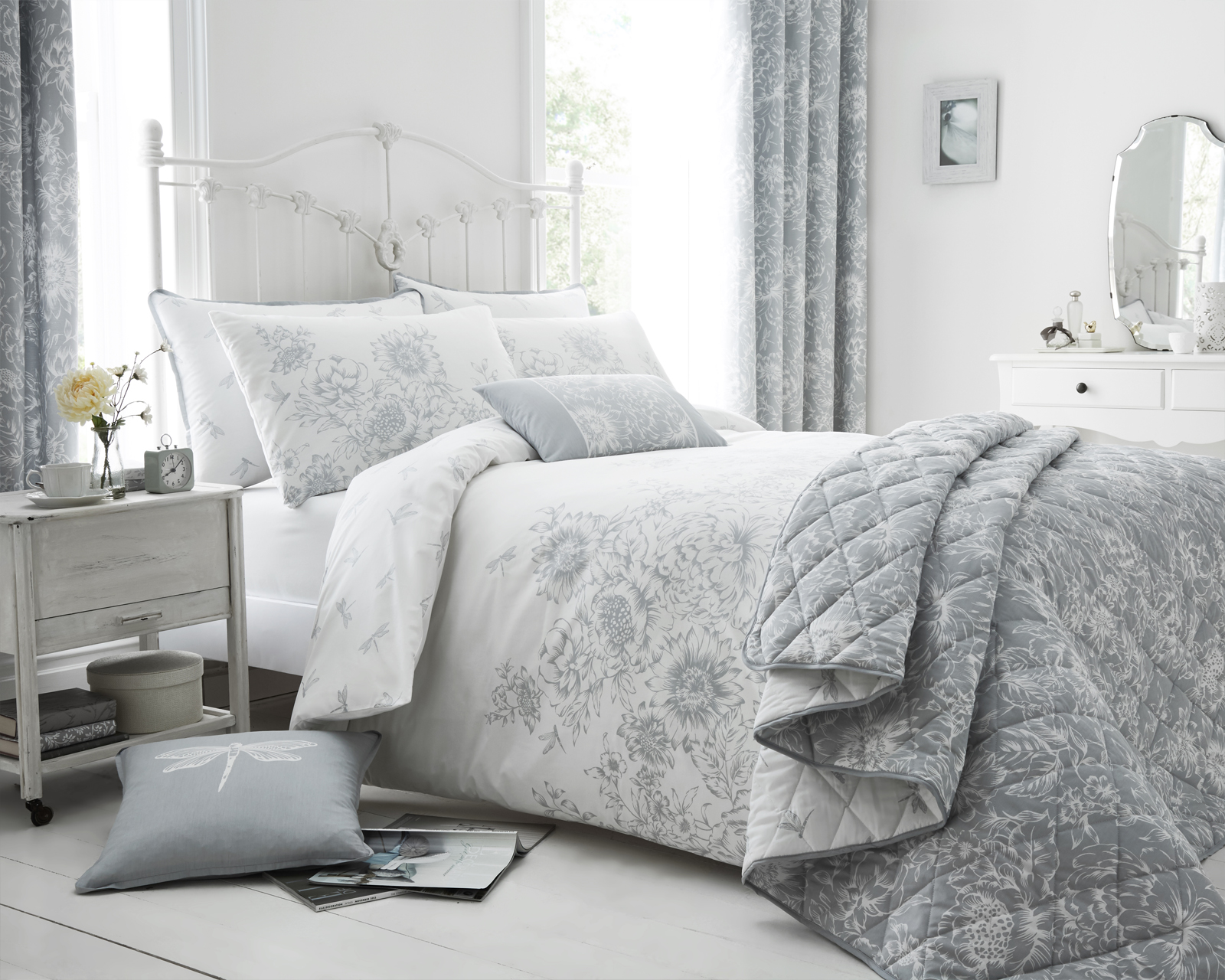 Floral Border Design Bedding Set in Grey