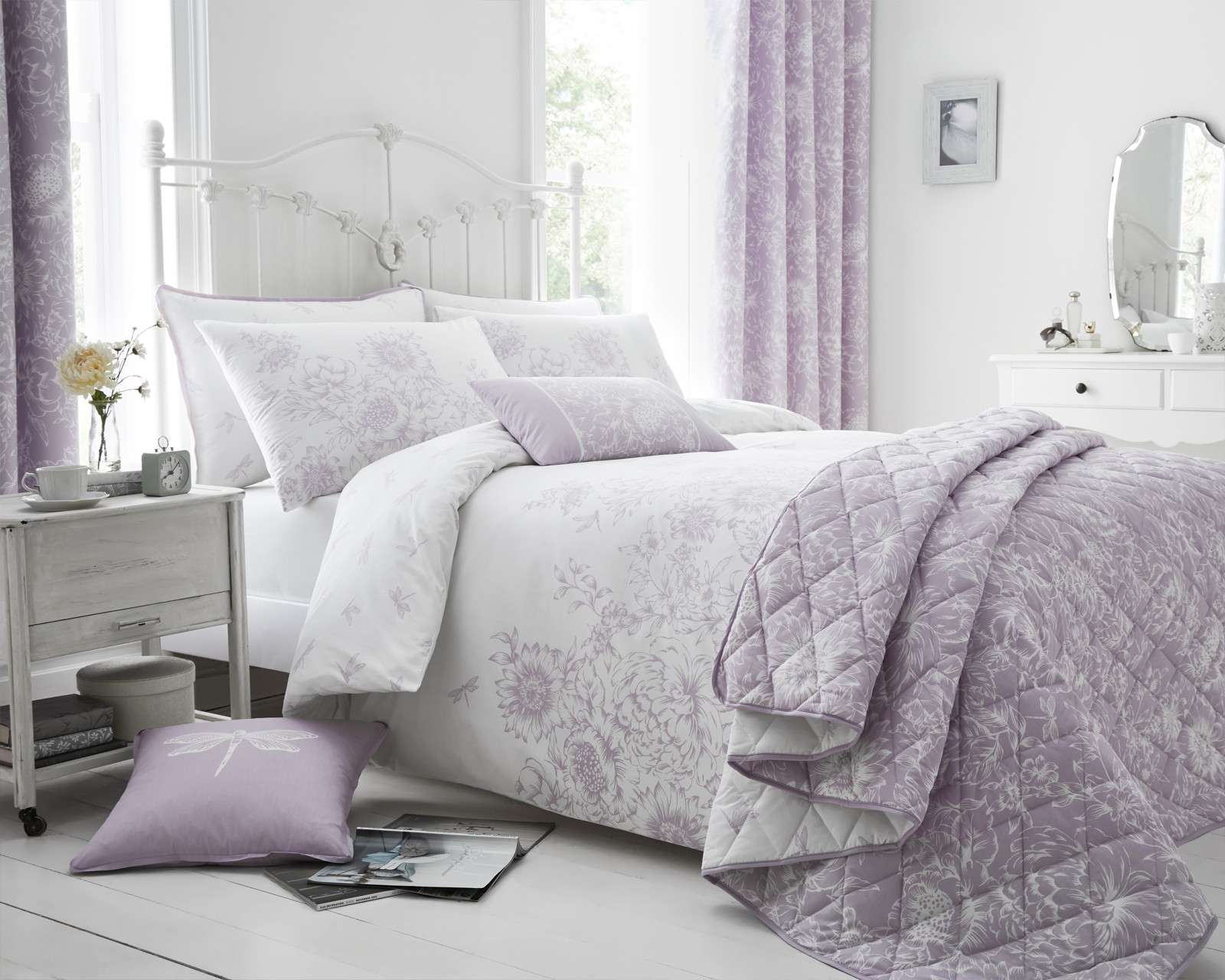 Floral Border Design Bedding Set in Lilac