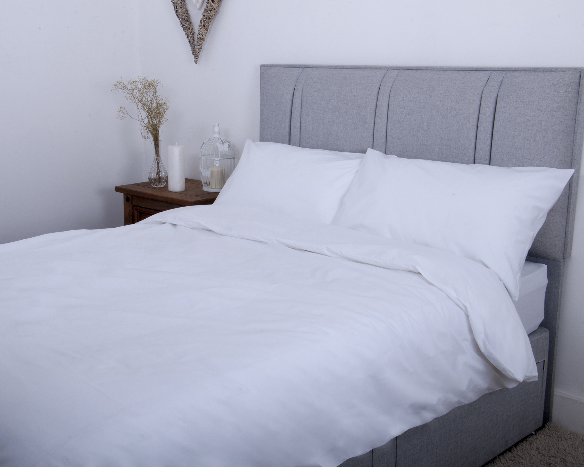 9641a5fcf2 200TC Luxurious Egyptian Cotton Duvet Set in White or Cream | Duvet Sets |  Bedding Direct UK