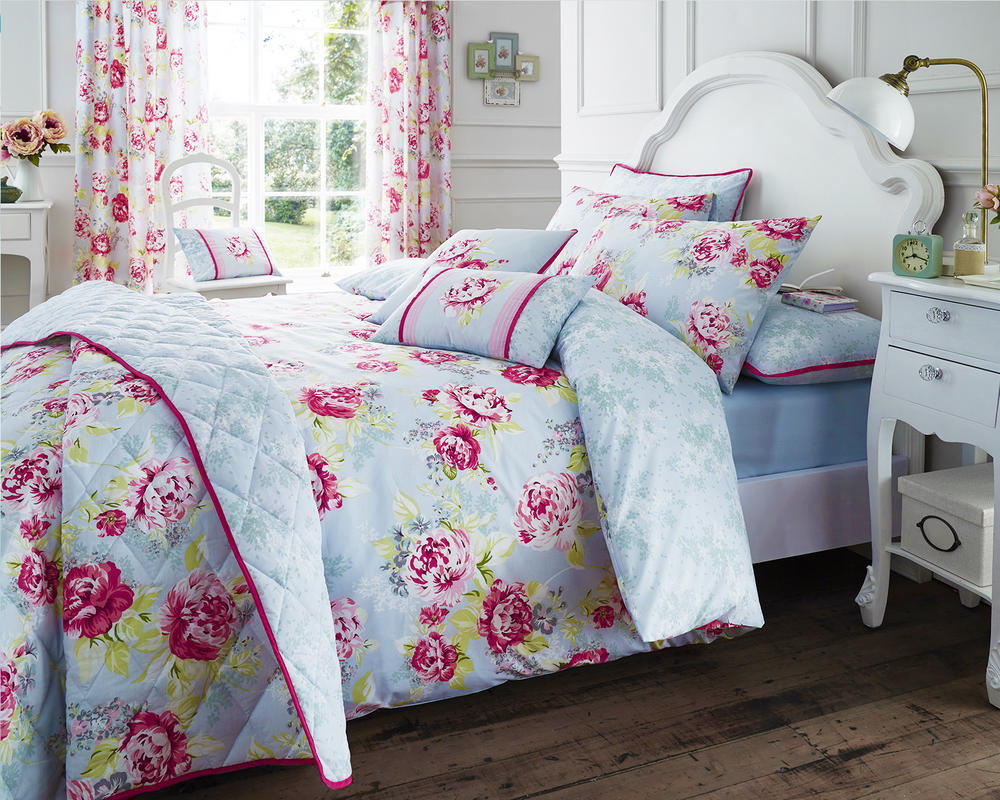 Bouquet Duvet Set with Pillowcase(s) in Pink