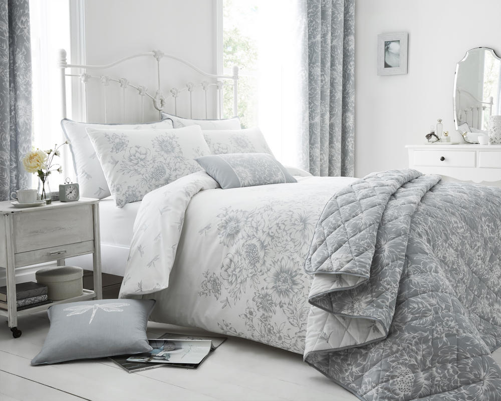 Floral Border Duvet Set and Accessories in Grey
