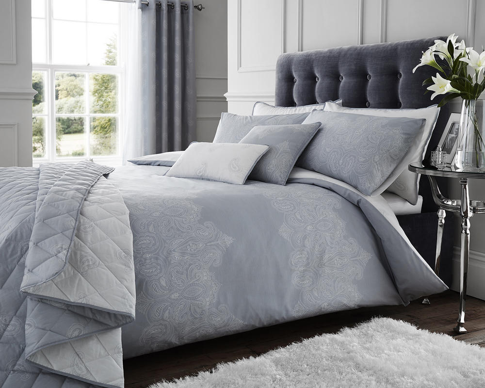 Paisley Duvet Set with Accessories in Grey