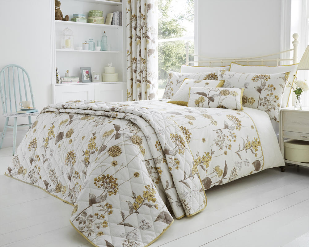 Shabby Botanical Duvet Set with Pillowcase(s) in Natural