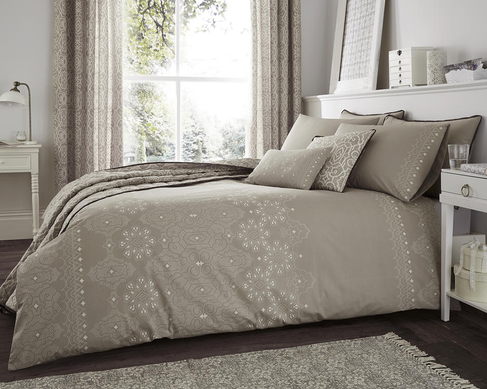 Andalusia Duvet Set with Accessories in Natural